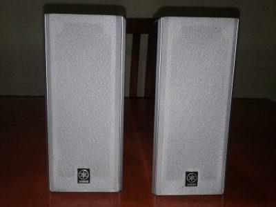par de parlantes yamaha modelo NX-E130